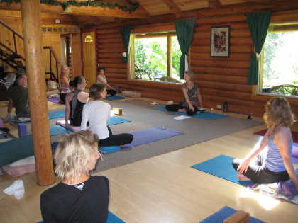 skalitude retreat center yoga